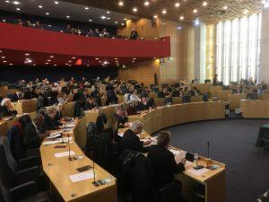 La Droite départementale se demande comment rapprocher les citoyens des politiques. Séverine Botte lui répond : «En changeant de politique !»